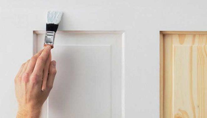 Чем покрасить деревянную дверь своими руками