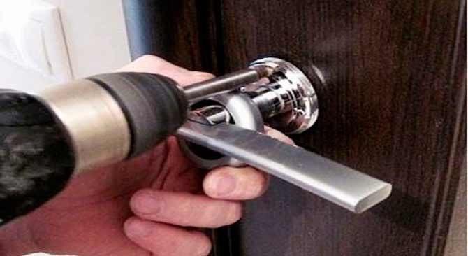 Как открыть дверь если она захлопнулась изнутри